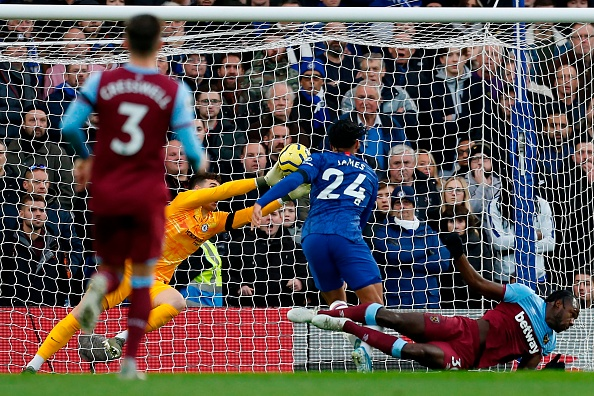 Abraham on target as Chelsea bounce back against Villa